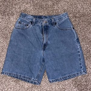 ⭐️ Levi's Denim Light Wash Jean Shorts